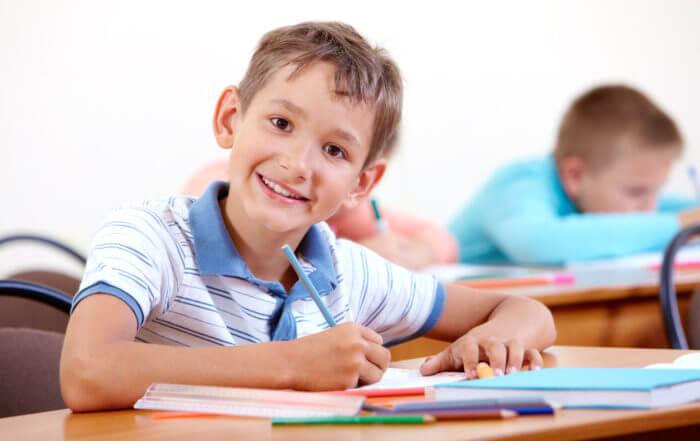 Dziecko piszące dyktando
